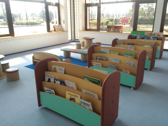湖西市子育て支援センターのびりんの図書室