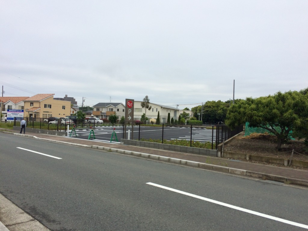 佐鳴湖クックマート駐車場