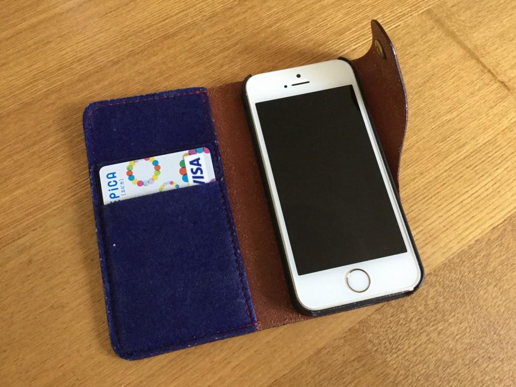 手帳型スマホにクレジットカード