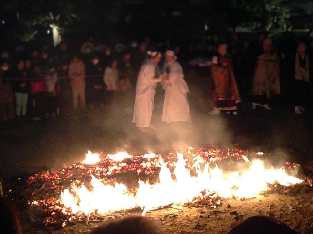 保泉寺の火渡り
