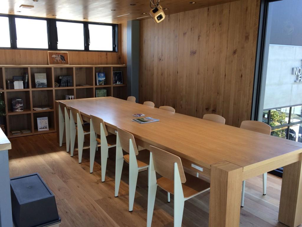 ノースフェイス浜松佐鳴台のカフェスペース
