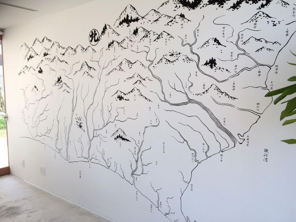 サングラムの中にある、壁のアート