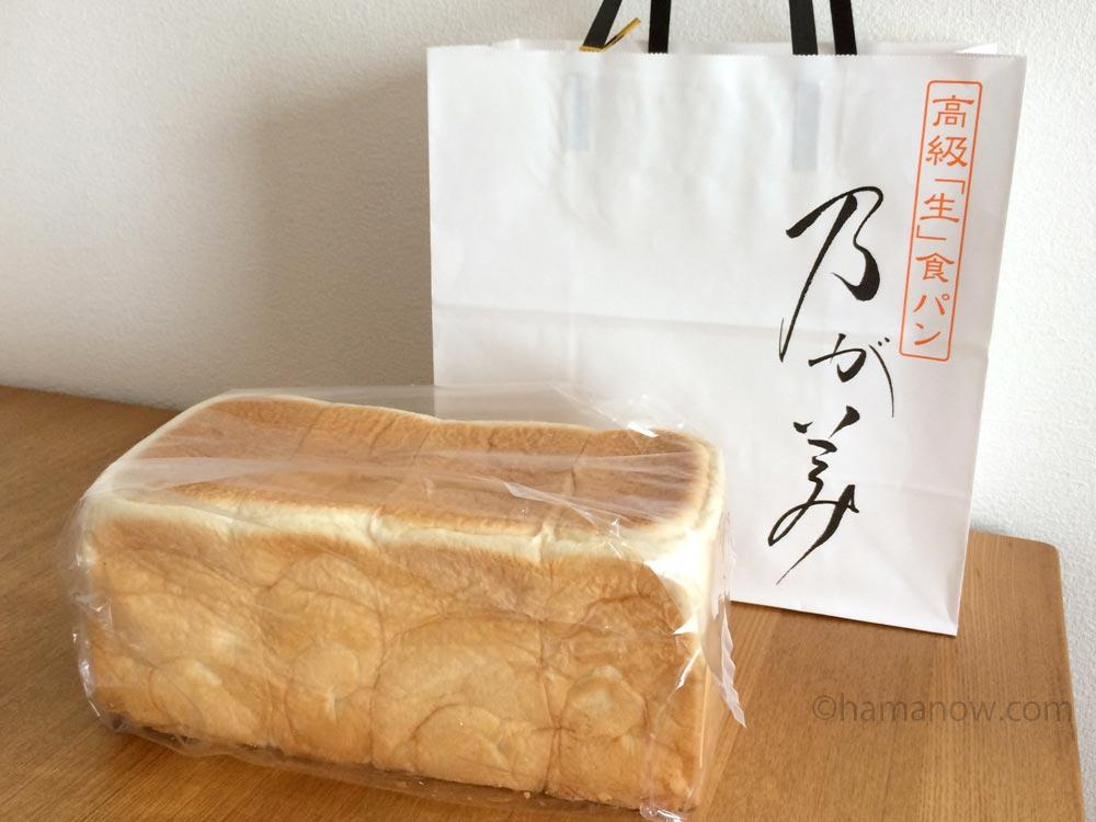 乃が美の紙袋と食パン