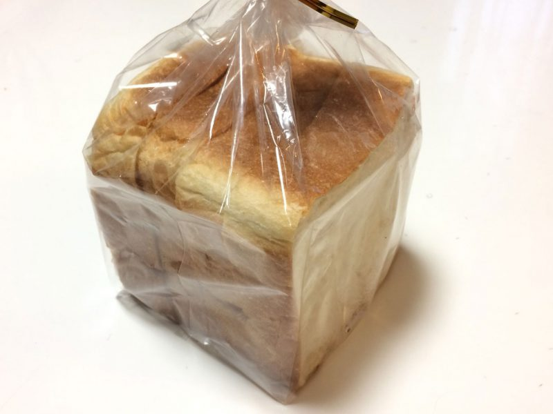 袋に入っている4枚切りの食パン