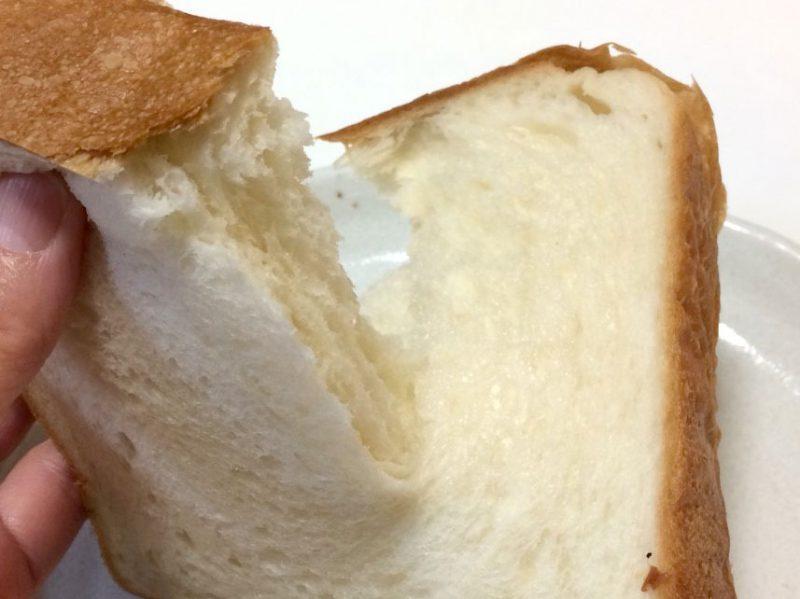 ちぎった食パン
