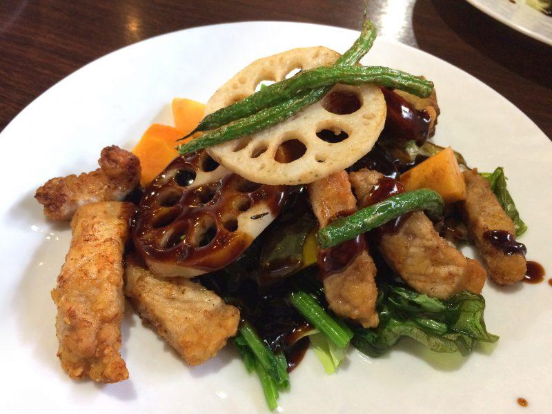 野菜とお肉がたっぷりの黒酢酢豚