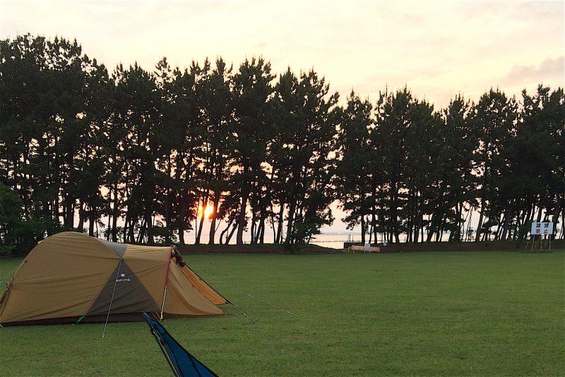 渚園の夕焼けとスノーピークのテント