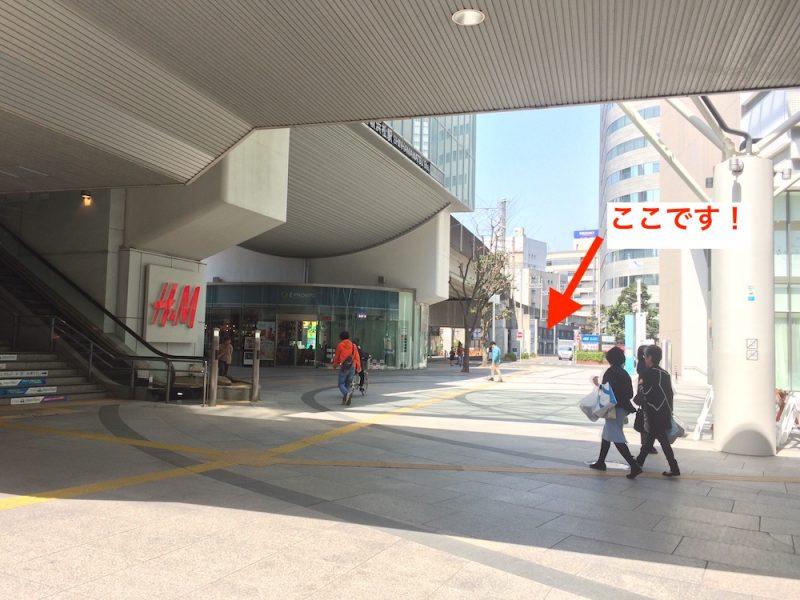 左側に新浜松駅、正面に目的地(はままつペダル)が遠くに見える