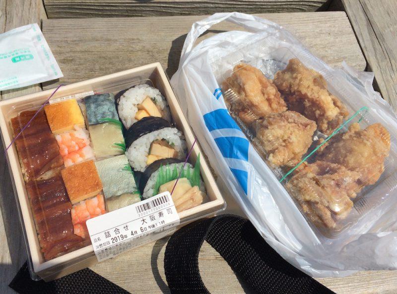 遠鉄百貨店で購入したお寿司と唐揚げ