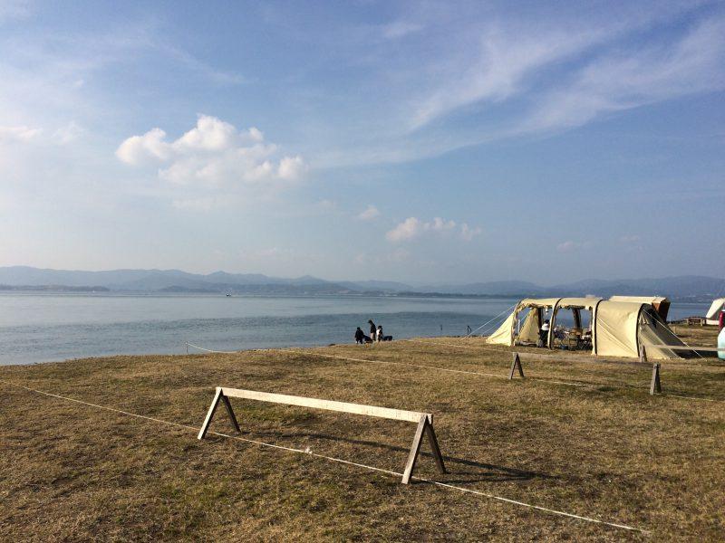 美しい浜名湖にテントが張られている