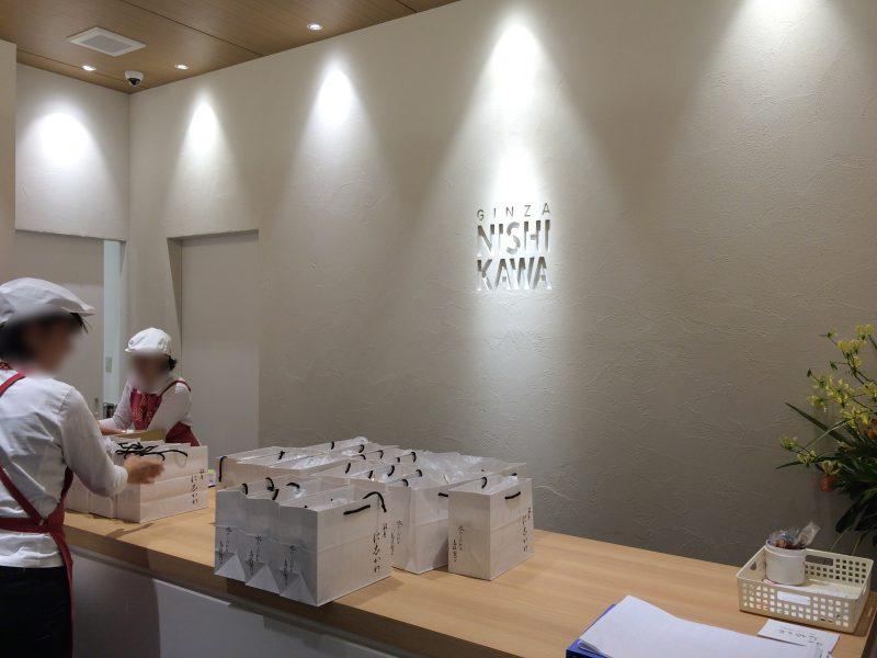 白を基調とした店内。銀座に志かわ浜松広沢店。