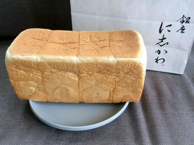 銀座に志かわ(にしかわ)のパンと紙袋