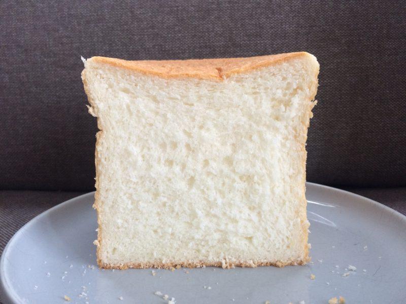 カットされた食パンの断面